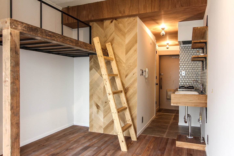 梯子のあるロフトベッド