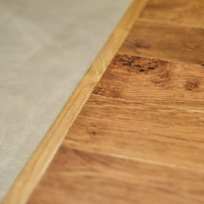 モルタル床とフローリングの床見切り