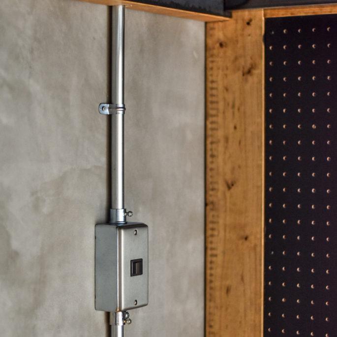 鉄管とスイッチボックス